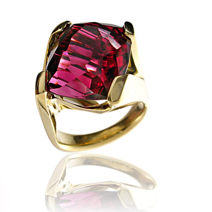 """Dragon's Fire"" ladies ring - Cushion cut Rhodalite Garnet hand cut by John Dyer, 16.64cts, set in 18k yellow gold."