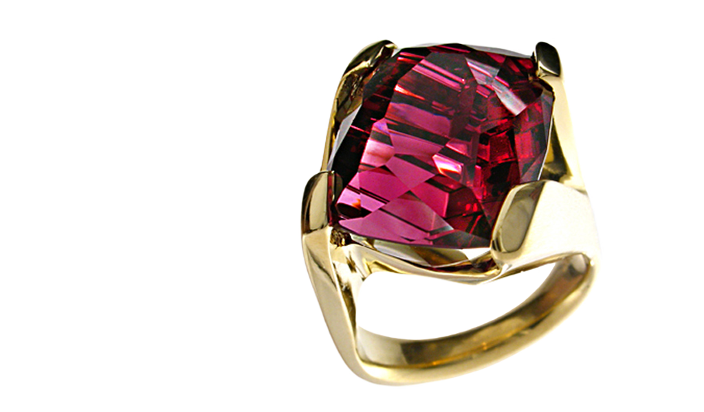 """Dragon's Fire"" ladies ring - Cushion cut Rhodalite Garnet hand-cut by John Dyer, 16.64cts, set in 18k yellow gold."